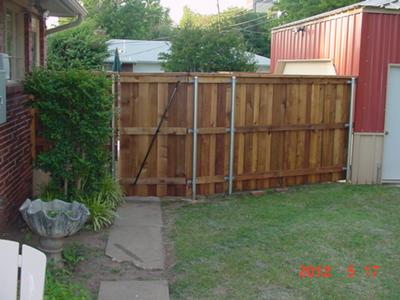 6' Board on Board Western Red Cedar Fence with Top Cap and Trim